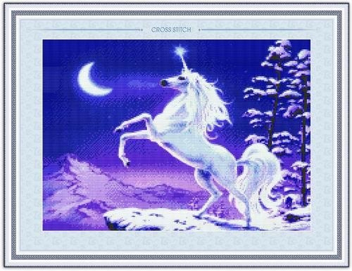 Tranh thêu chữ thập: Ngựa bạch (in màu)